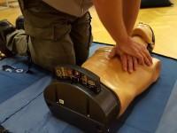masaż serca podczas pierwszej pomocy